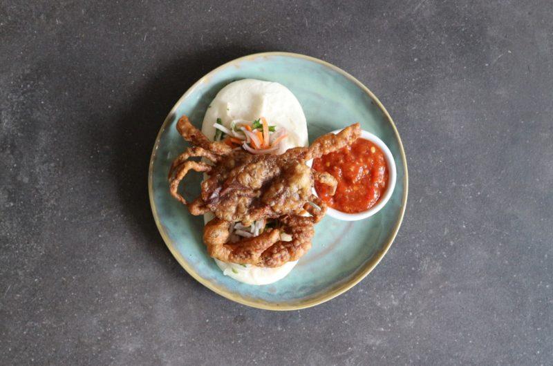 Bao Softshell krab met Singapore chili